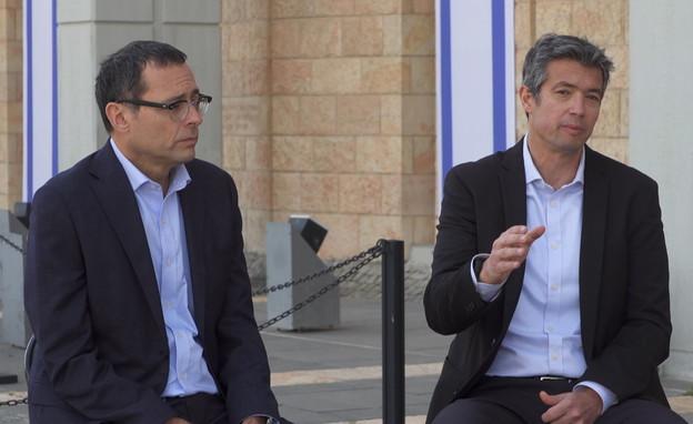 יועז הנדל וצבי האוזר (צילום: N12)