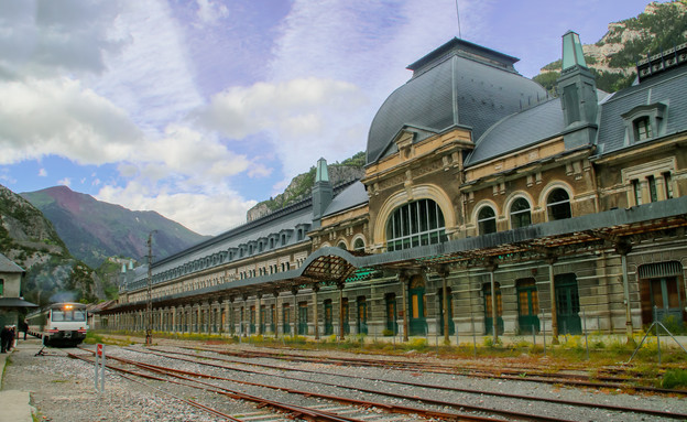 תחנת רכבת (צילום: Angel L, shutterstock)
