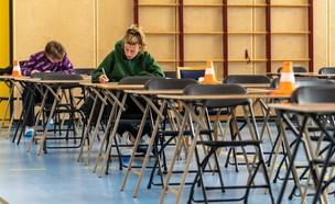 תלמידים נבחנים בהולנד, 21 באפריל (צילום: gettyimages)