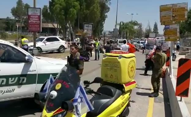 זירת החשד לפיגוע דקירה בקניון G בכפר סבא