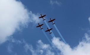 מטס יום העצמאות חיל האוויר (צילום: קבוצת חץ כחול)
