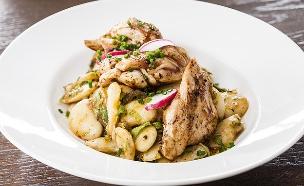 תבשיל עוף ושעועית בובס בנוסח איטלקי (צילום: אסף אמברם, אוכל טוב)