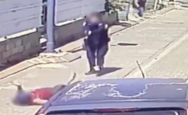 משפחת הגבר שנורה בראש העין מתעמתת עם השוטר שירה (צילום: קבוצת חץ כחול)