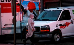 משאית ובה אותרו גופות של מתי קורונה בברוקלין, ניו  (צילום: שי פרנקו,רויטרס)