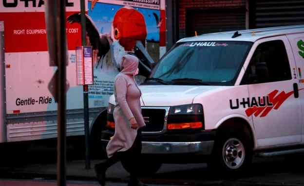 משאית ובה אותרו גופות של מתי קורונה בברוקלין, ניו  (צילום: רויטרס)