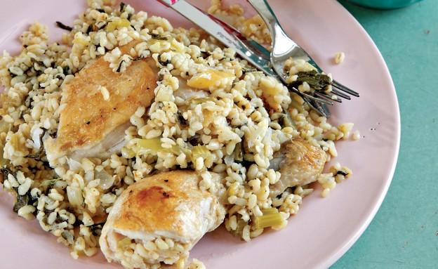 פרגית עם פתיתים וירקות שורש (צילום: דניה ויינר, אוכל של אמא, הוצאת כתר)