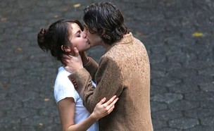 סלינה נשיקה (צילום: instagram/adrianaversacee      )