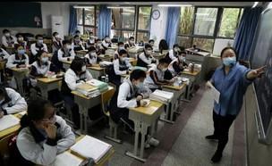 תלמידים חוזרים לבתי הספר בווהאן סין  (צילום: רויטרס)