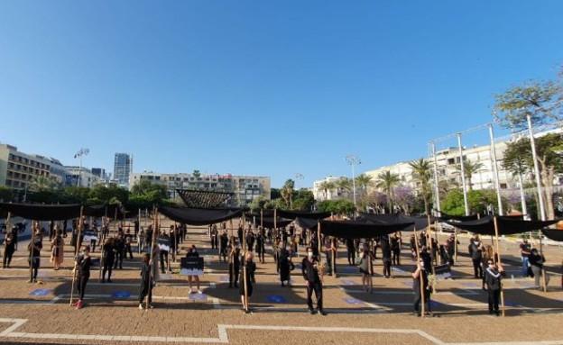 """מחאת """"החופות השחורות"""" בכיכר רבין בתל אביב"""