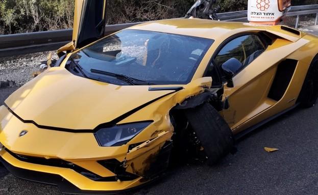 רכב הלמבורגיני שנפגע בתאונה