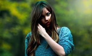 אישה עם שיער יפה (צילום: Krishh / Unsplash)