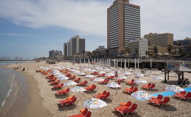 ים כחול תו סגול, חוף הים בתל אביב  (צילום: אילן ספירא, עיריית תל אביב-יפו)