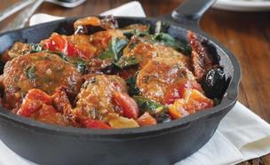 כדורי עוף ברוטב עגבניות מיובשות (צילום: דניה ויינר, בני ואבי מבשלים, הוצאת מודן)