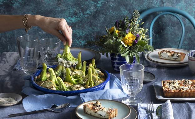 גראטן פרחי ברוקולי עם גבינות, זיתים וזעתר (צילום: דניאל לילה , מחלבות גד)