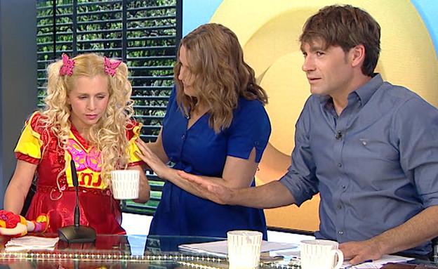 כוכבת הילדים מקבלת צירים בשידור חי (צילום: מתוך