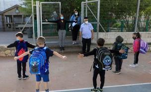 קורונה בישראל - בית ספר במבשרת ציון חוזר לשגרה (צילום: EMMANUEL DUNAND, AFP)