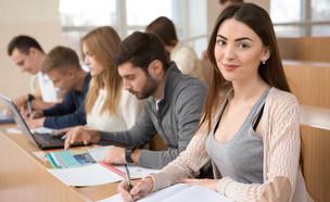 סטודנטים בכיתה (צילום: Nestor Rizhniak, shutterstock)