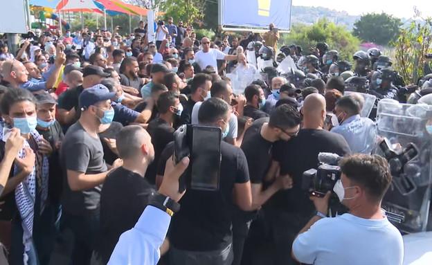 200 מפגינים בערערה  (צילום: N12)