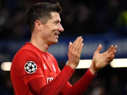 הכדורגל חוזר, לבנדובסקי מחייך וגם אנחנו (getty)