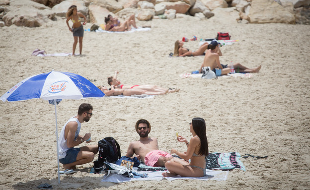 ישראלים בים למרות הנחיות הקורונה