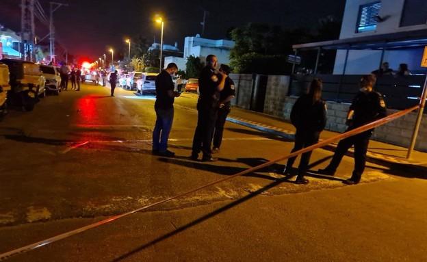זירת רצח קרית אתא (צילום: דוברות המשטרה)