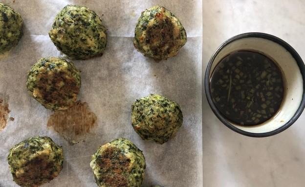 קציצות עוף או בשר עם פרמזן וירוקים ורוטב סויה (צילום: אורנה אגמון ואלה שיין , אוכל טוב)