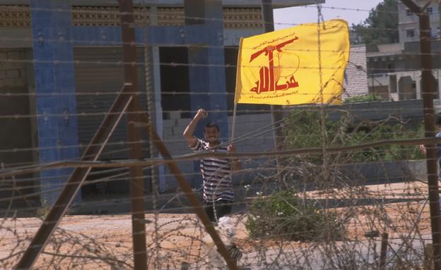 חגיגות עם דגל חיזבאללה בלבנון לרגל נסיגת צה