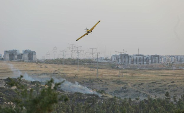 כיבוי השרפה באזור אלעד