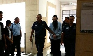 ישי שליסל בבית המשפט (צילום: חדשות 12)