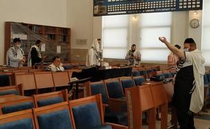 פתיחת בתי הכנסת (צילום: בית כנסת שירת נפתלי אלעד)