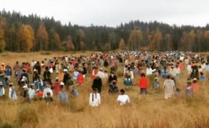 מיצג ביער (צילום: אינסטגרם\Hiljainen Kansa)
