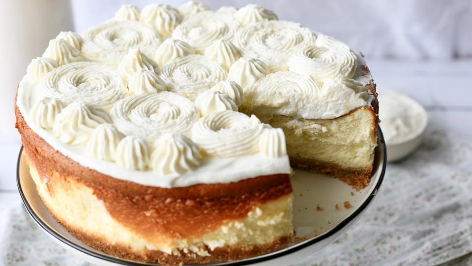 עוגת גבינה עם קרם לימון (צילום: קרן אגם, אוכל טוב)