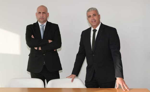 """עוה""""ד אורון שוורץ ויוגב נרקיס ממשרד שוורץ נרקיס וש (צילום: יהודית הופמן)"""
