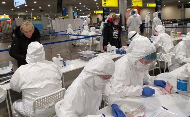 בדיקה בשדה התעופה (צילום:  Roman Sigaev, shutterstock)