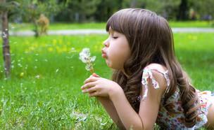 ילד יחיד (צילום:  Nikolay Safronov | shutterstock)