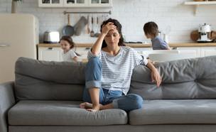 אמא מיואשת מהילדים בחופש (צילום: shutterstock)