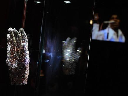 הכפפות הלבנות של מייקל ג'קסון (צילום: Samir Hussein Getty Images)