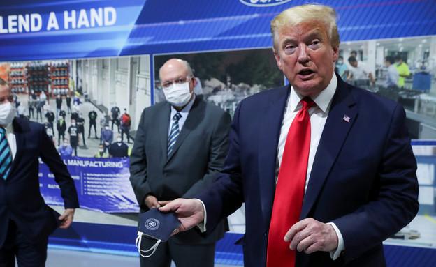 הנשיא טראמפ מסרב לעטות מסכה במפעל של פורד (צילום: רויטרס)