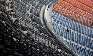 יציעים ריקים באצטדיון (צילום: רויטרס)