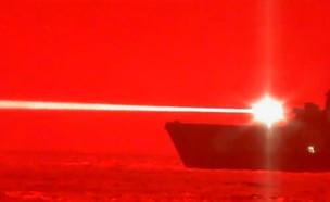 """ספינה אמריקנית משגרת לייזר שמשמיד מל""""ט"""
