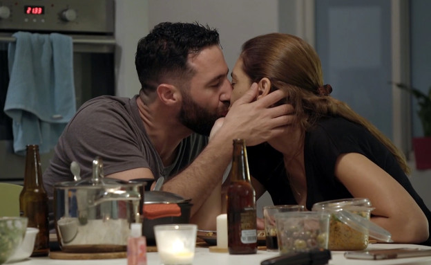 הגר וניר: הנשיקה (צילום: מתוך: חתונה ממבט ראשון 3, קשת 12)