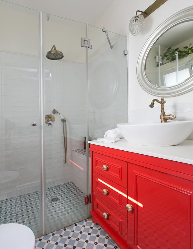 חדרי רחצה צבעוניים, ג, 4 עיצוב אורנה מזור