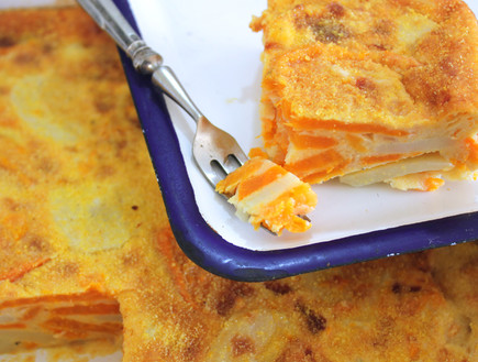 פשטידת בטטות ותפוחי אדמה (צילום: אסתי רותם, אוכל טוב)