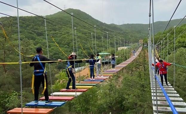 בת 11 נפלה מגובה של 200 מטרים - ושרדה (צילום: AsiaWire)