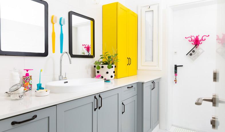חדרי רחצה צבעוניים, 2 עיצוב רונה קינן פיש (צילום: סיגל בר אל)