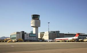 שדה תעופה סגור (צילום: Shevchenko Andrey, shutterstock)