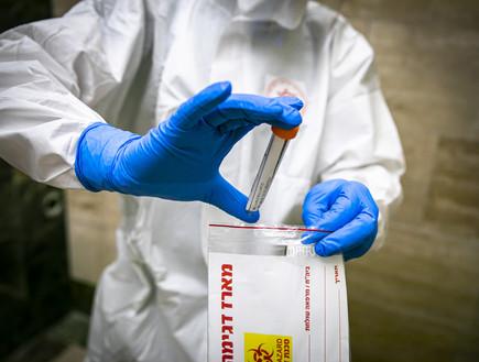 בדיקת קורונה (צילום: אוליבר פיטוסי , פלאש 90)