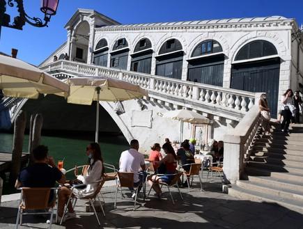 אחרי שלושה חודשים: הגונדולות בוונציה חזרו לשוט