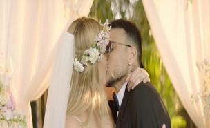 הנשיקה הלוהטת של אסי ובר (צילום: ערב טוב עם גיא פינס, קשת 12)