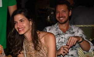 """כוכבי """"חתונה ממבט ראשון"""" בארוחת ערב. מאי 2020 (צילום: אביב חופי, מאקו)"""